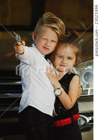 young boy and girl playing spy 23025996