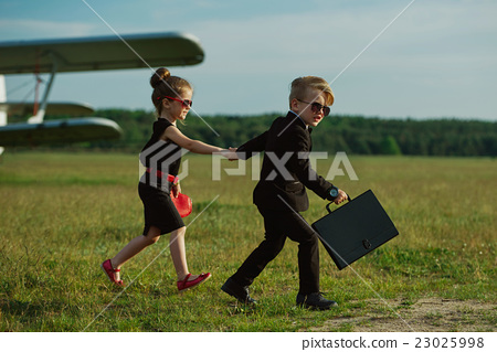 young boy and girl playing spy 23025998