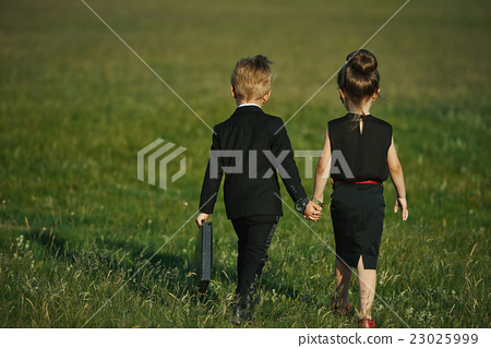 young boy and girl playing spy 23025999