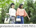 女性 自然 踏青 23057651
