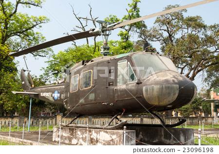 베트남 전쟁 당시 미군이 사용하는 UH-1 헬기 23096198