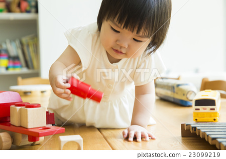 1歲的女孩 23099219