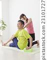 瑜伽課 中年男性 指導員 23101727
