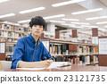 在图书馆学习 23121735