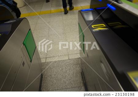 역의 개찰구 23130198