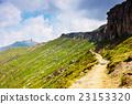 高山的 山丘 牧場 23153320