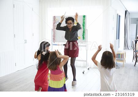 어린이 영어 회화 수업 풍경 23165319
