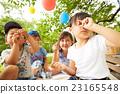 孩子們享受野餐 23165548