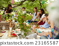 妈妈朋友享受野餐 23165587