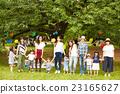妈妈朋友享受野餐 23165627