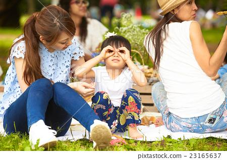 공원에서 노는 아이 23165637