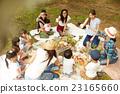 妈妈朋友享受野餐 23165660