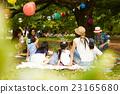 妈妈朋友享受野餐 23165680