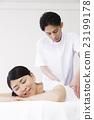 身體機械手按摩脊椎按摩療法女性患者男性白背 23199178