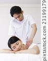 身體機械手按摩脊椎按摩療法女性患者男性白背 23199179