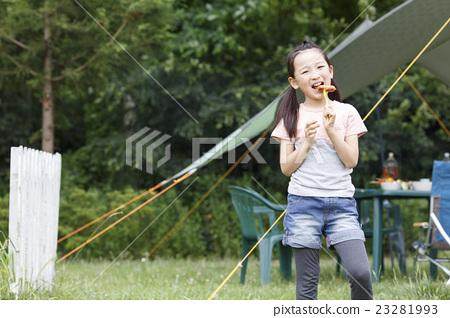 소시지를 먹는 여자 23281993