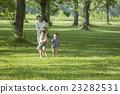 公园 母子 鲜绿 23282531