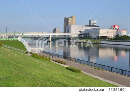 從荒川區邊堤看的隅田川和日暮裡Toneri Liner Adachi高台站的風景(2016年拍攝) 23322694