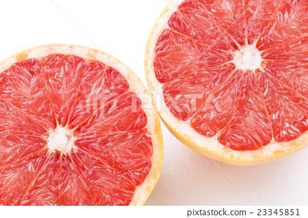 葡萄柚在白色背景上 23345851