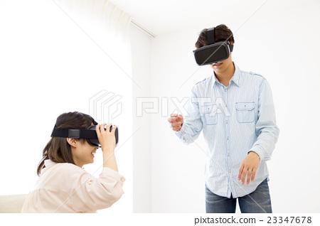 VR 가상 현실 부부 커플 복사 공간 흰색 배경 행복한 세 가족 23347678