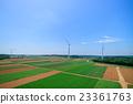 언덕에 늘어선 청정 에너지 풍력 발전 23361763
