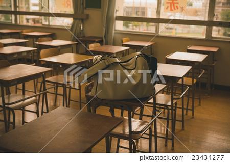 學校 桌子 辦公桌 23434277