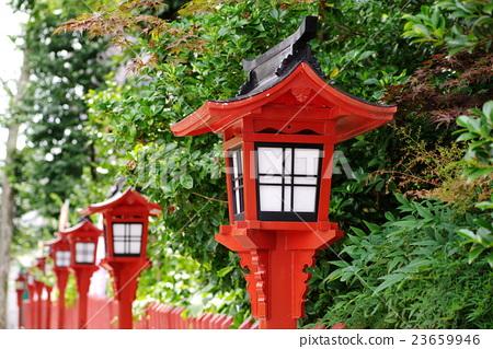 一个紫色的灯笼继续在小江户川越的接近道路上 23659946