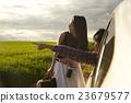 女性 暮色 街景地圖 23679577