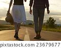 夫婦 走路 步行 23679677