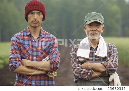 农场家庭和儿童肖像 23680315
