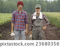 农场家庭和儿童肖像 23680356