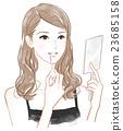 립글로스를 바르는 여성 23685158