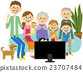 TV 프로그램을 즐길 가족 23707484