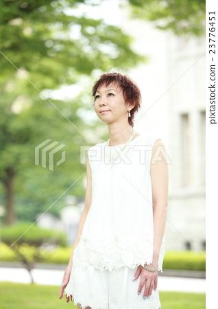 剪短40年代的女性肖像 23776451