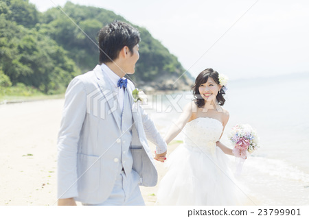 Awe Inspiring Bride And Groom Running On The Beach Stock Photo 23799901 Download Free Architecture Designs Scobabritishbridgeorg