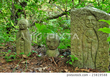 Sinara Stone Buddha group: Aoki village in Nagano prefecture and Chikuhi village 23819588