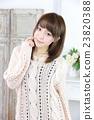 年轻女士的发型 23820388