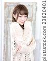 年轻女士的发型 23820401