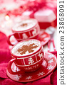 Cups with hot chocolate for Christmas day. 23868091