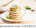 pancakes with honey syrup and fresh kiwi sliced 23916015