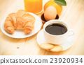 Delicious continental breakfast 23920934