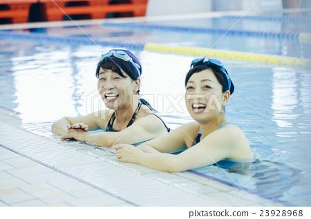 高級游泳_ 23928968