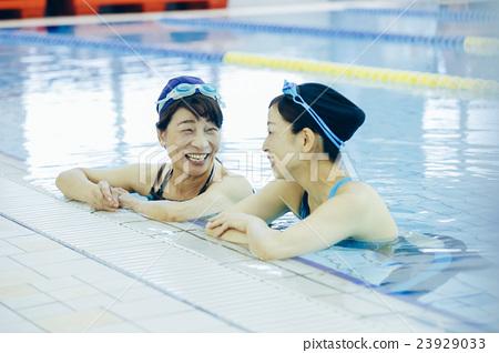 高級游泳_ 23929033