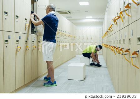 高級健身房更衣室_ 23929035