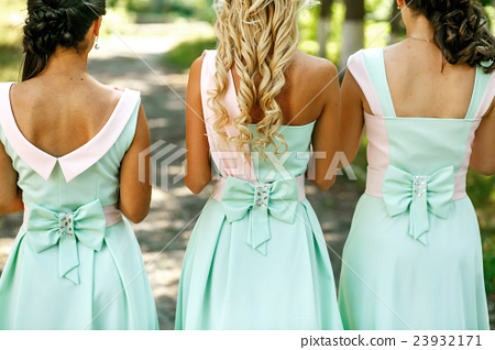 The bridesmaids with bouquet 23932171