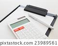 计算器和黏合剂和圆珠笔 23989561