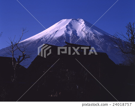 Fuji of sunny weather and Oshino Hakkai (1) 24018757