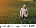 old man in field 24034491