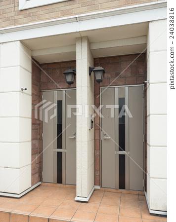 Apartment entrance 24038816
