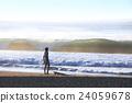 早朝サーフィン 高波 ビーチ 24059678